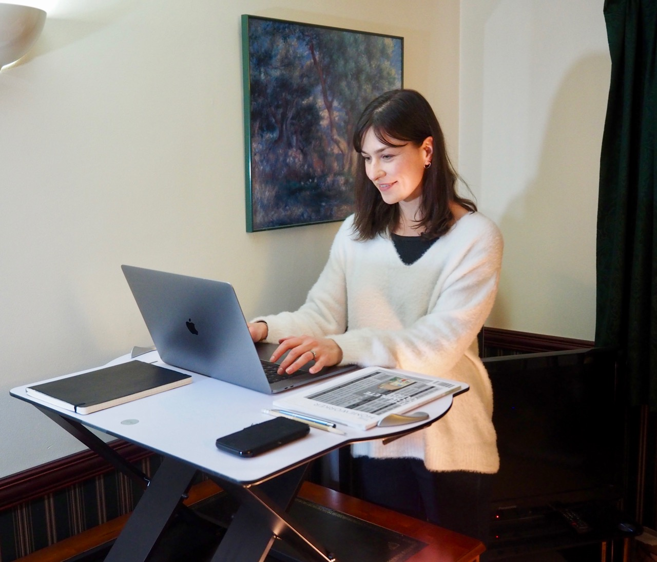 Louise Goss using the Opløft sit-stand platform by Posturite